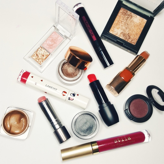 eyeshadow, bright lipsticks, neutral lipstick, makeup travel packing list, travel tips, makeup to take on vacation, holiday makeup