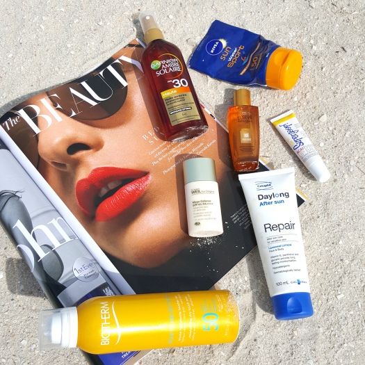 beach, beach beauty, beach essentials, beach accessories, beach bag, what to pack in your beach bag, sunscreen, sunscreen for the beach