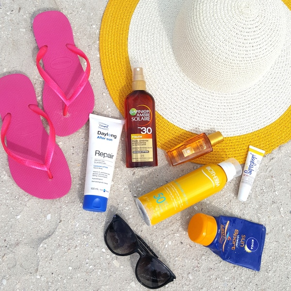 beach, beach beauty, sunscreen for the beach, what to pack for the beach, beach bag,