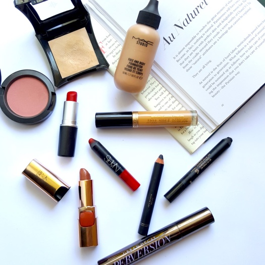 makeup, how to do your makeup like a French woman, French woman makeup essentials, red lipstick, mascara, highlighter