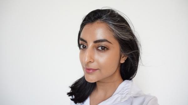 Marc-Jacobs-Dew- Drops-Coconut-Gel Highlighter-review, makeup, highlighter, best highlighters for hot weather, natural highlighter, highlighter for Indian skin tones, NC42-medium-Indian-skintone-highlighter
